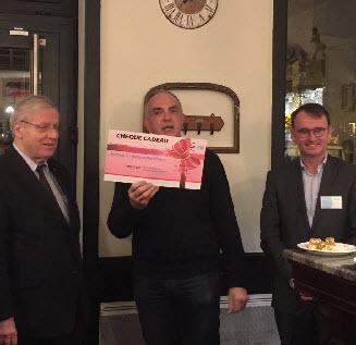 Un chèque de 900 euros remis à l'association Habitat et Humanisme
